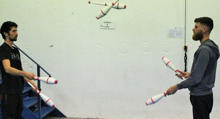 Juggling Workshop: Passing with clubs - Circus Events - CircusTalk