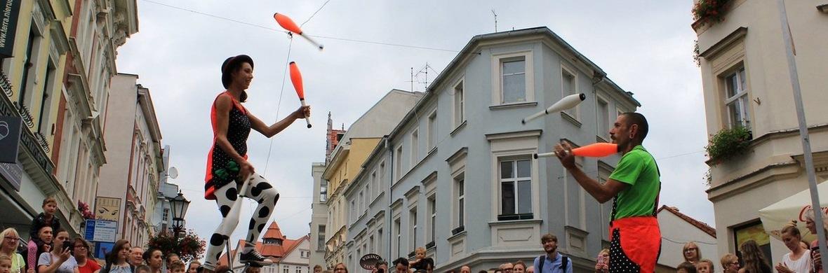 Juggling,Clubs Manipulation and Clowns - Circus Acts - CircusTalk