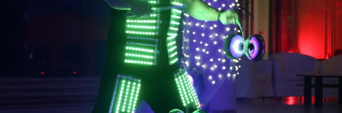 LED Diabolo Juggling - Circus Acts - CircusTalk