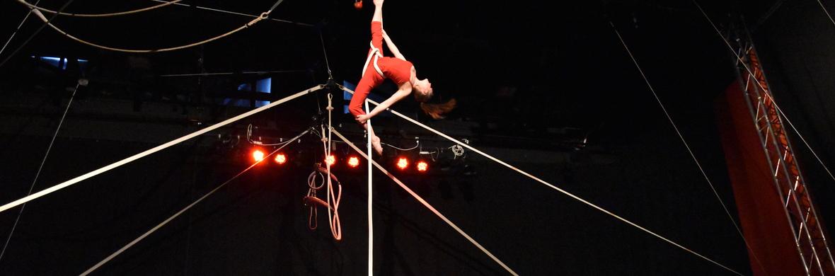 Corde Lisse Cabaret act by Laura Kivistik - Circus Acts - CircusTalk
