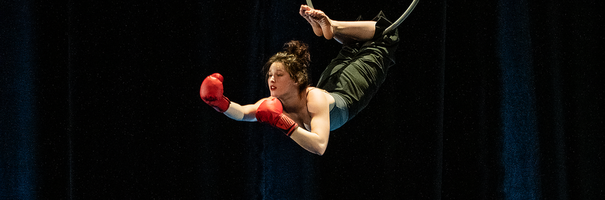 La Boxeuse - Circus Acts - CircusTalk