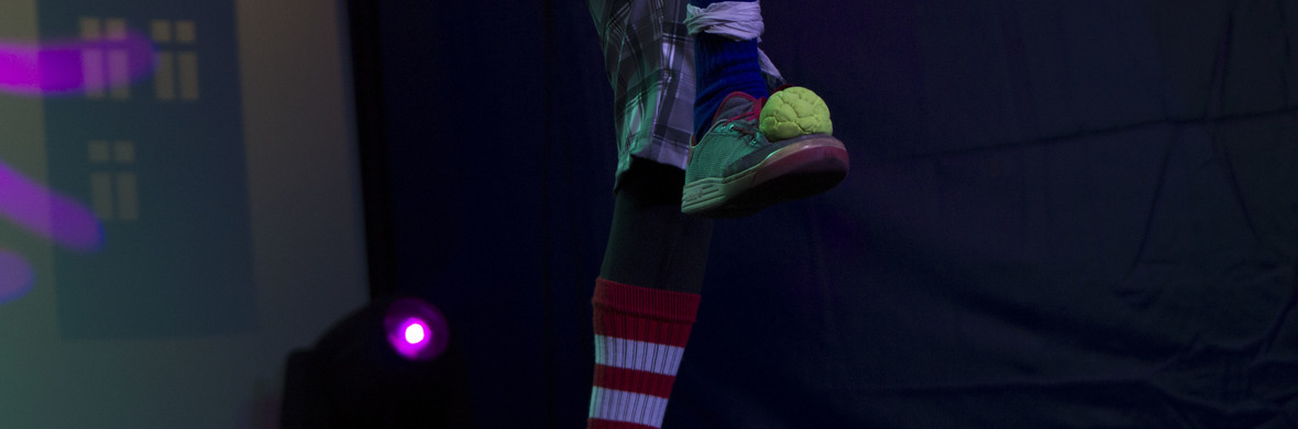 juggling with the feets - Circus Acts - CircusTalk