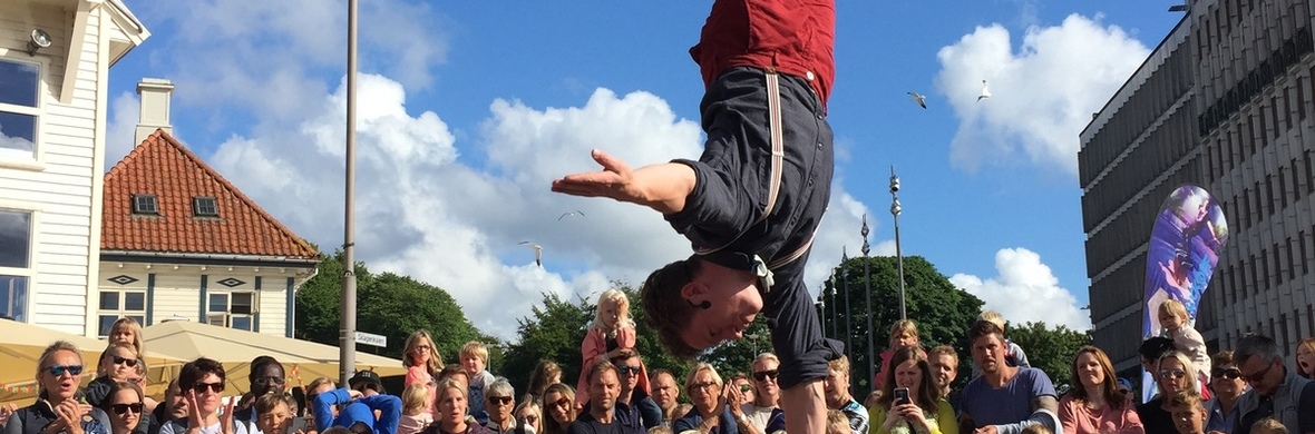 Handstands, by juggler Mathias Ramfelt - Circus Acts - CircusTalk