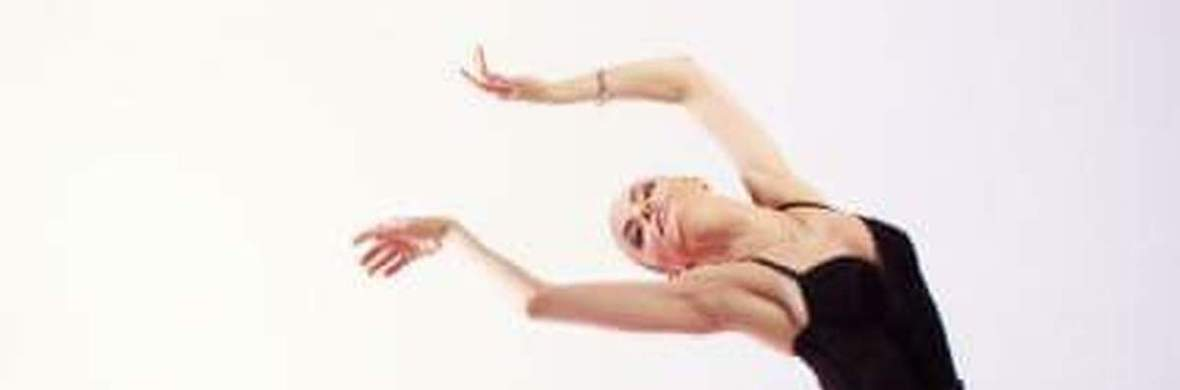Aerial Quickchange Handstand - Circus Acts - CircusTalk