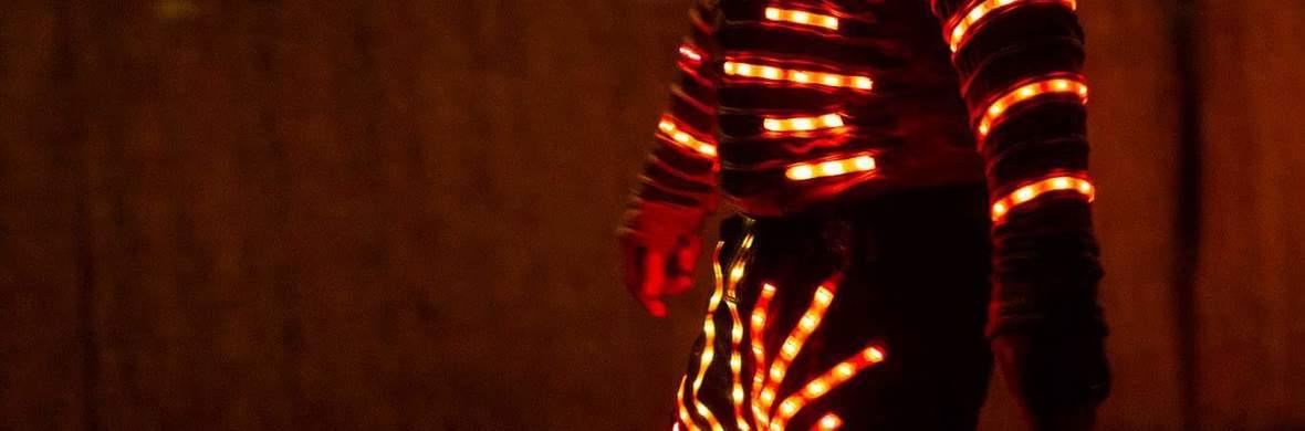 Stilts LED Walkact - Circus Acts - CircusTalk