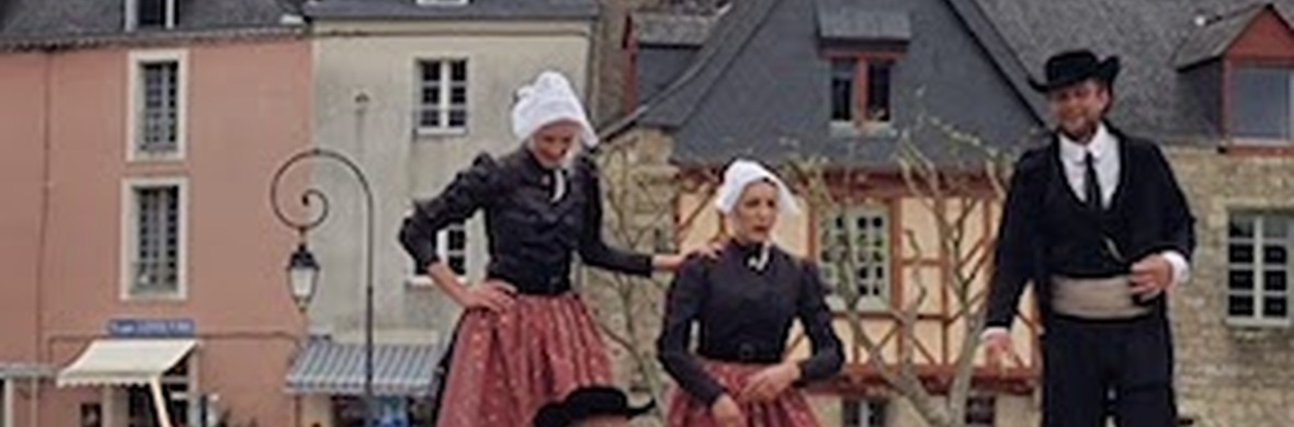 GAR BRAS Echasses Bretonnes - Circus Shows - CircusTalk