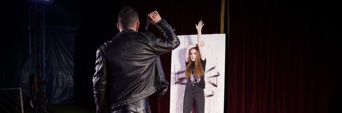 Duo Foray Knife Throwing Act - Circus Acts - CircusTalk