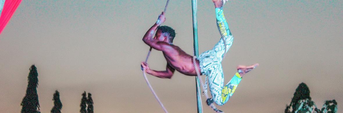Internal Monologue Trapeze - Circus Acts - CircusTalk
