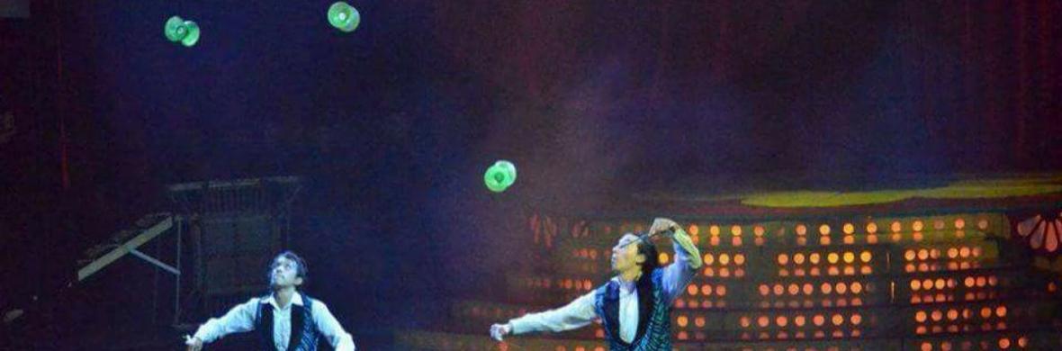 Diabolo passing - Circus Acts - CircusTalk