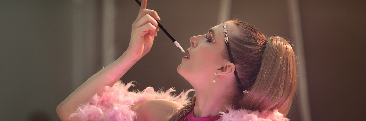 The Pink lady  - Circus Acts - CircusTalk