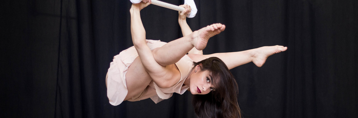Dance Trapeze  - Circus Acts - CircusTalk