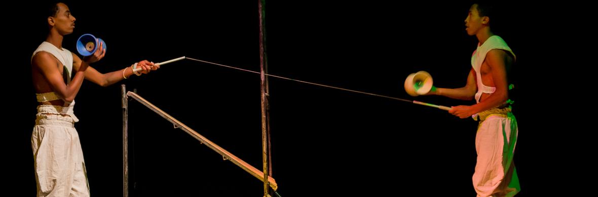 DUo Osri Diabolo act - Circus Acts - CircusTalk