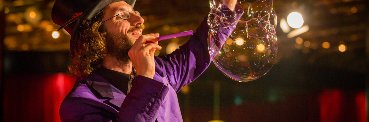 Dr. Bubbles & Team, soap bubble show, indoor stage show - Circus Acts - CircusTalk