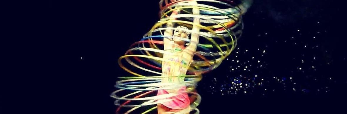 Hula hoops Act - Circus Acts - CircusTalk