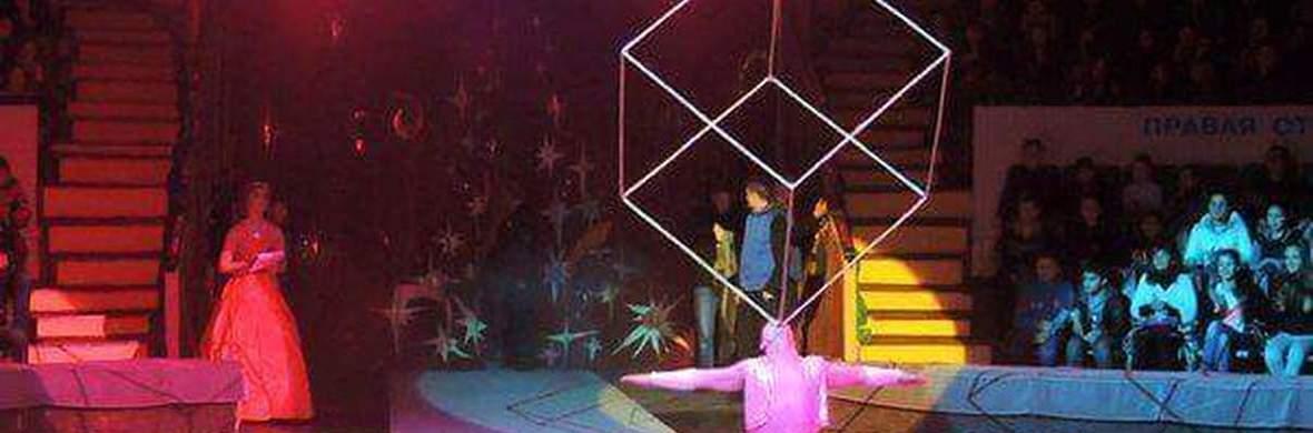 Cube juggling  - Circus Acts - CircusTalk