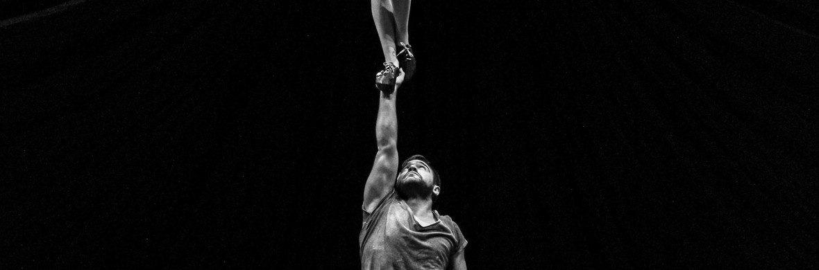 Hand to hand in variete show - Circus Acts - CircusTalk