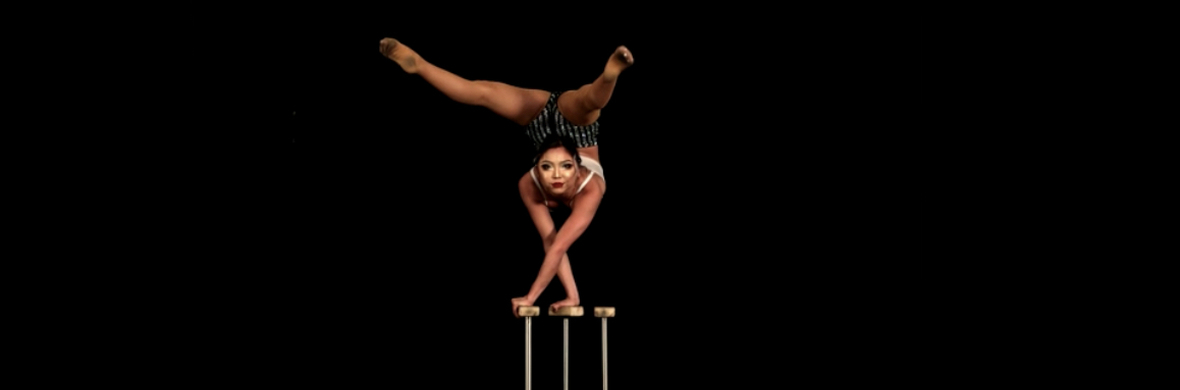 Solo handbalancing Contortion act  - Circus Acts - CircusTalk