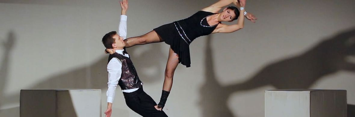 Duo acrobatics show - Circus Shows - CircusTalk