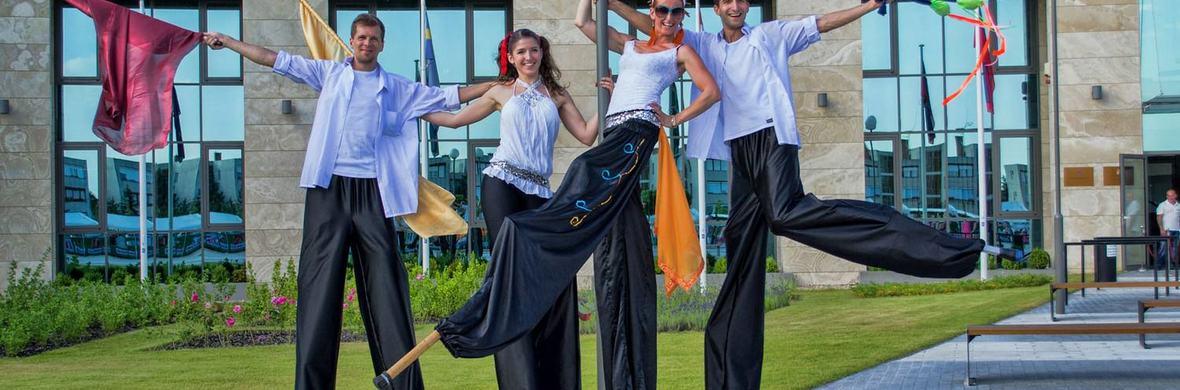 Stilt walkers - Circus Shows - CircusTalk